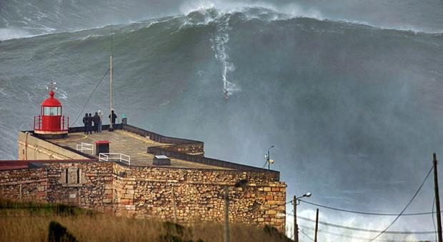 garrett_mcnamara_nazare_2013_biggest_wave_surf